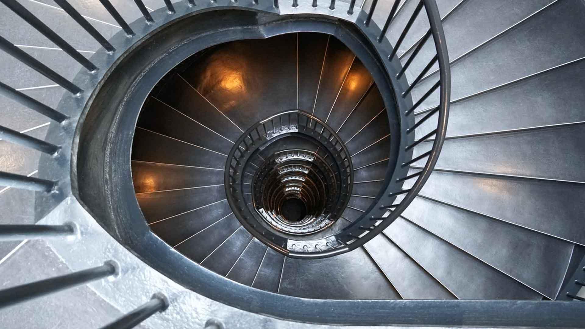durch Hypnose steigt man eine Treppe tiefer ins Unterbewusstsein hinab