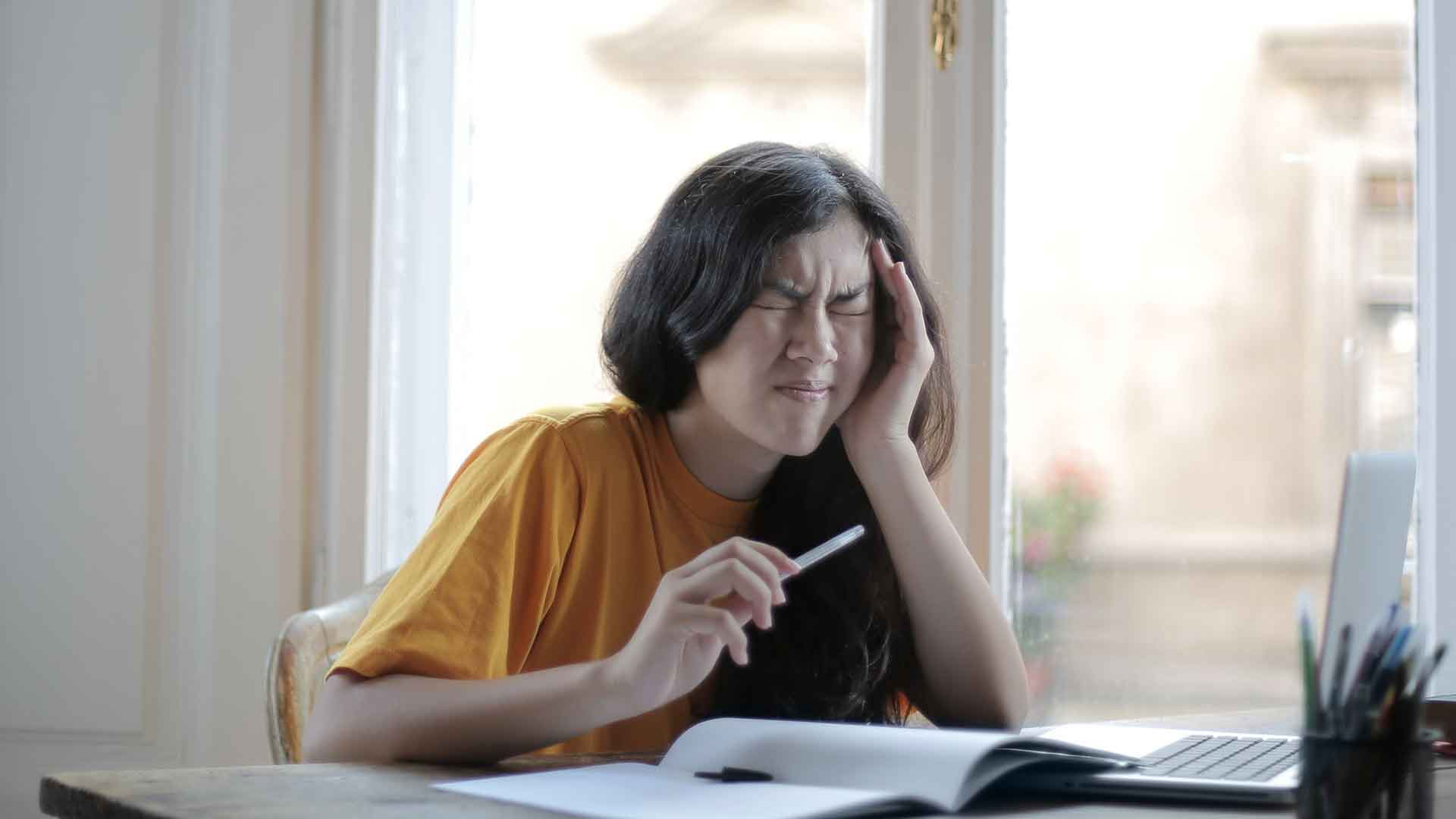 Lernblockaden können kräfteraubend sein um sich auf Prüfungen vorzubereiten