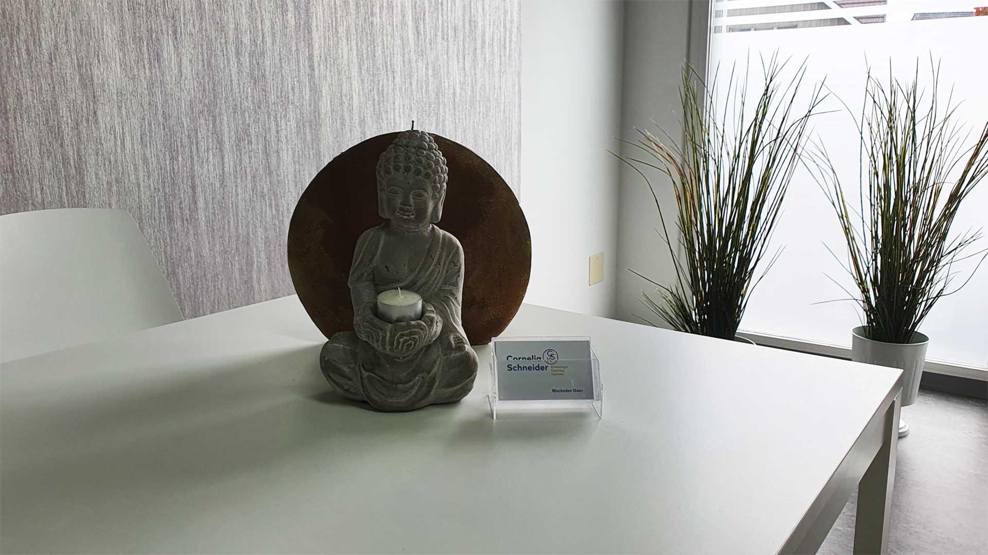 """Buddha ist einer der Wegbegleiter von Cornelia Schneider und Ihrer Praxis """"Blockaden lösen""""."""